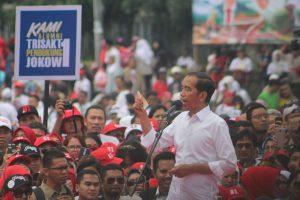 Didepan Relawan Buruh dan Masyarakat Kab Bandung, Jokowi Kenalkan 3 Kartu Sakti