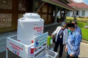 Dukung PHBS Pertamina Berikan Wastafel Portabel