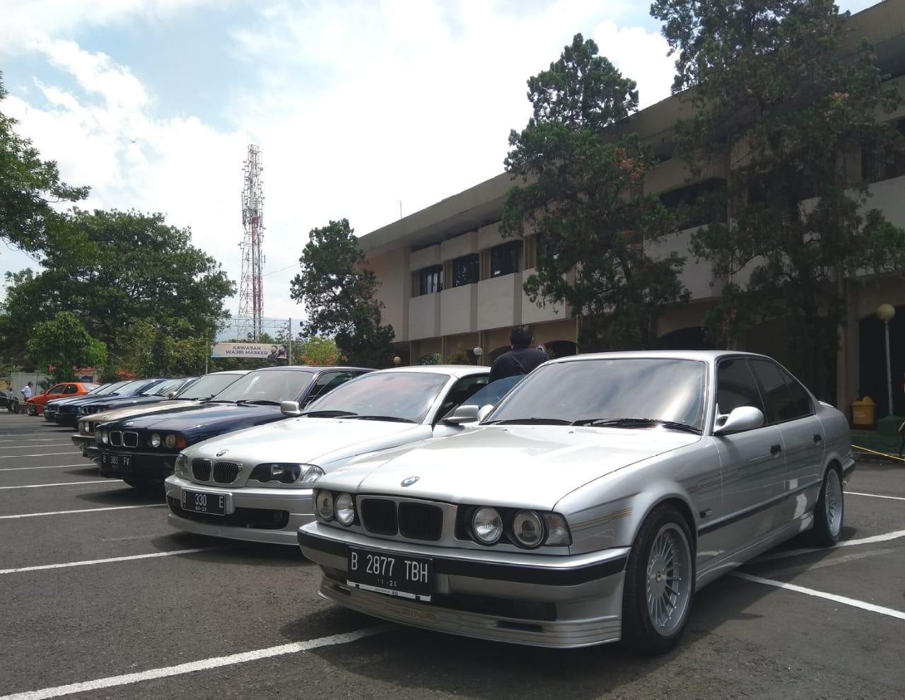 Kegiatan Seru Komunitas BMW Jakarta dan Bandung