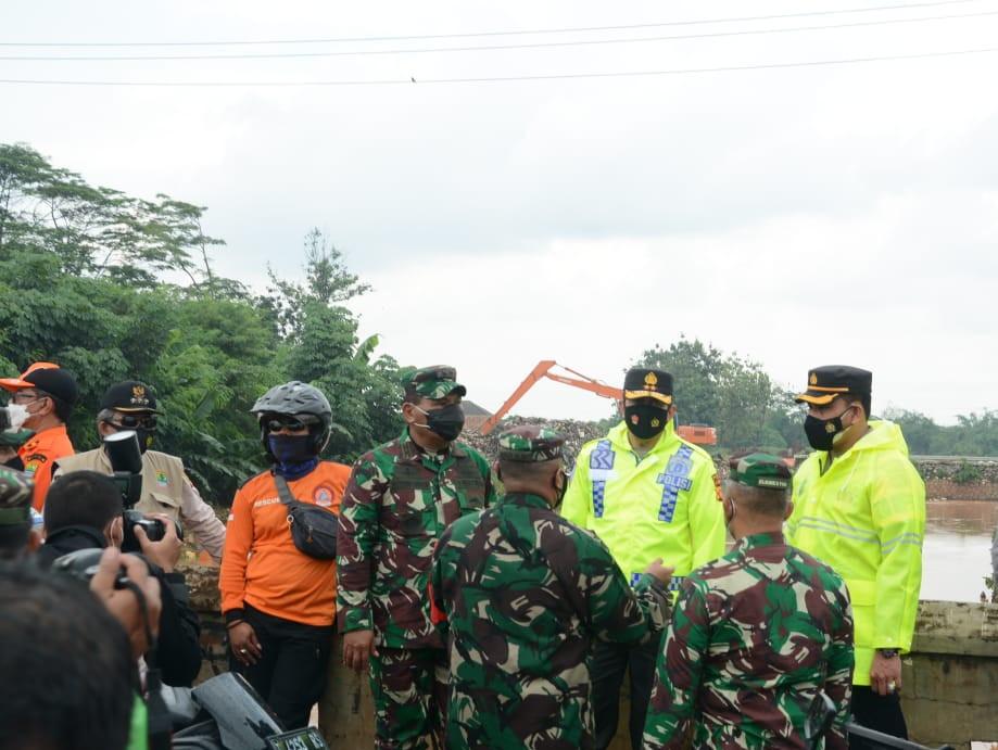 Langkah Cepat Kodam Siliwangi Atasi Bencana Banjir di Jabar
