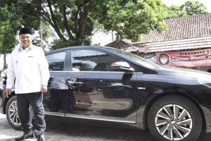 Komentar Lucu Netizen saat Wagub Jabar versus Ketua MPR Pamer Mobil Mewah