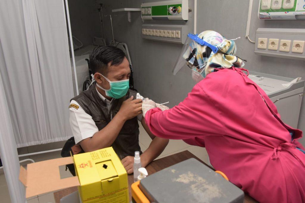 Satgas Covid-19 Keluhkan Vaksinasi Lansia di Jabar Masih Rendah