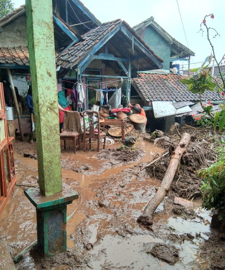Waspada Potensi Hujan Disertai Kilat dan Angin Kencang Menerjang Wilayah Ini