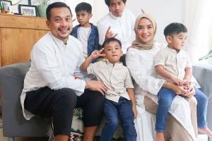 Enno Lerian Curhat Repotnya Saat Punya 3 Anak yang Usianya Tak Terpaut Jauh