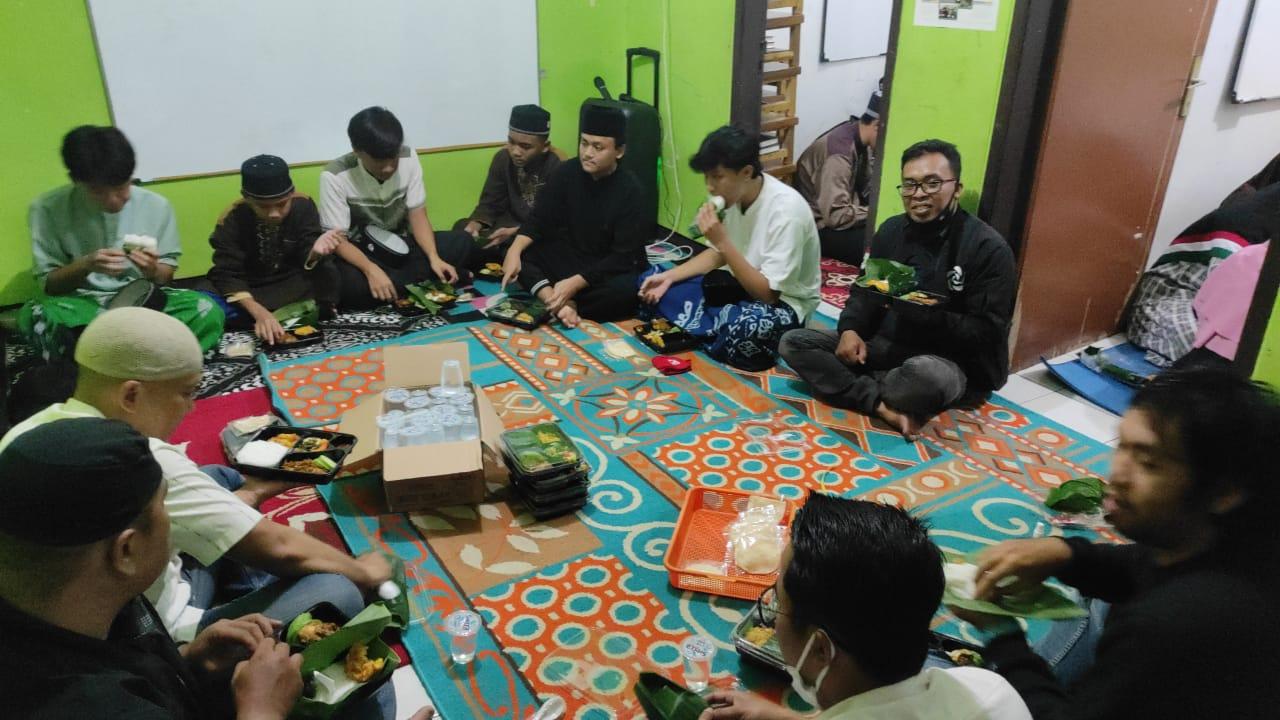Safari Ramadhan, DPD PSI Kota Bandung Bagi-Bagi Al-Quran